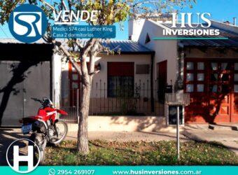 Casa 2 Dormitorios con Departamento para renta. Medici 574